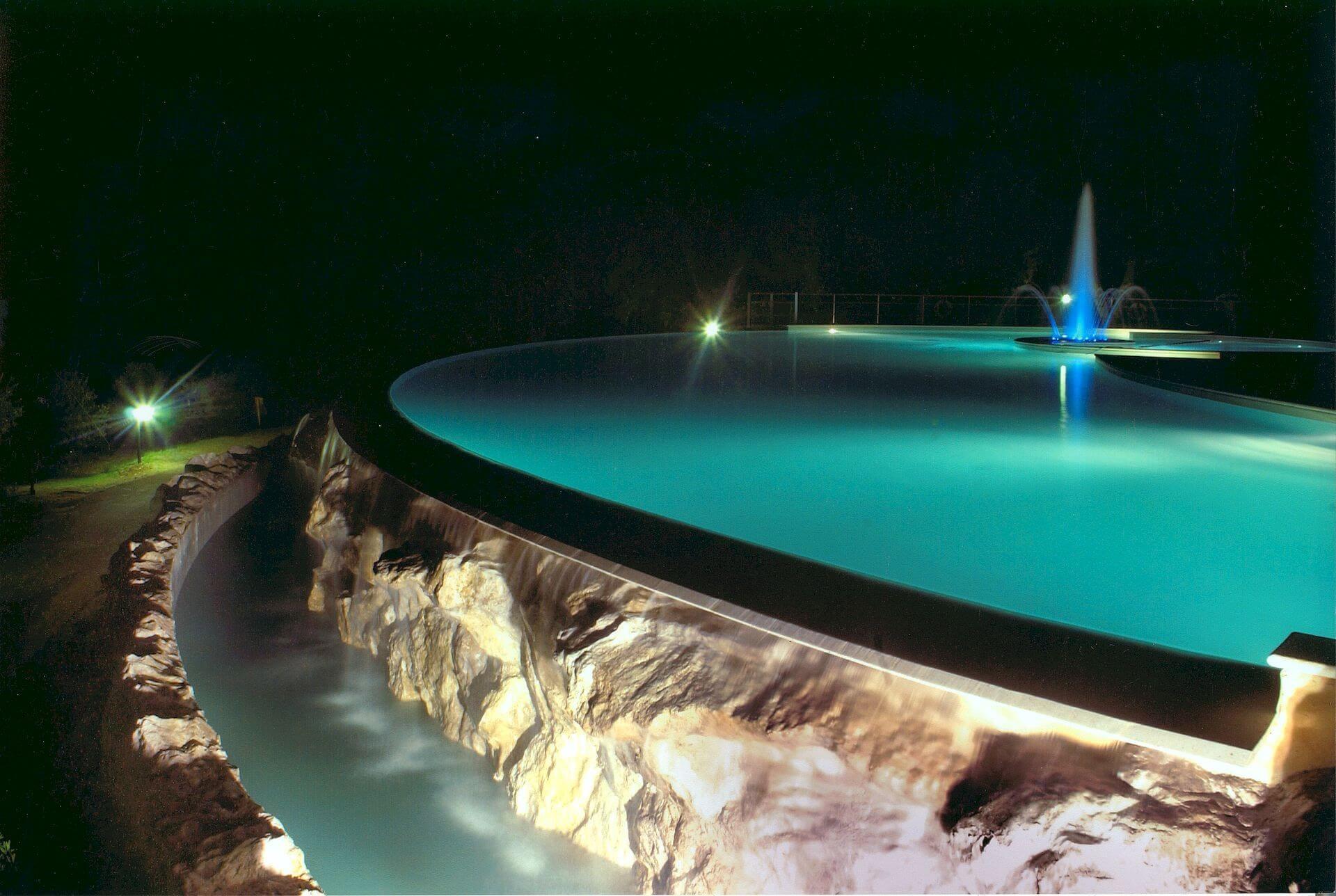 piscina con le rocce